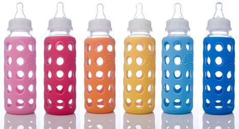 Mamadeira de vidro e silicone é boa opção para as mamães que não curtem utensílios de plástico