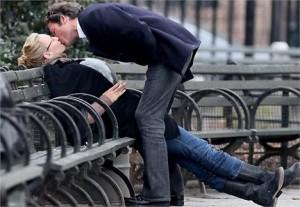 Uma Thurman e Arpad Busson foram pegos aos beijos em um parque em Nova York