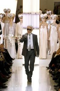 Chanel, assinada por Karl Lagerfeld, apresenta sua coleção na Semana de Alta-Costura de Paris.
