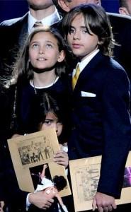 Site norte-americano TMZ diz que os discursos dos filhos de Michael Jackson para o Grammy estão prontos!