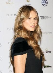 "Elle Macpherson é a jurada do programa ""Next Top Model"" britânico."