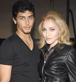 Madonna e Jesus Luz, apesar de brigarem muito e já terem ficado separados, continuam, sim, juntos.
