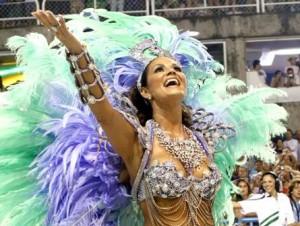 Aos 47 anos, Luiza Brunet se prepara para mais um Carnaval na Sapucaí.