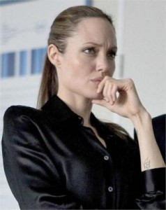 Angelina Jolie já teria praticado voodoo