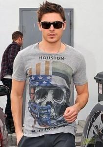 Camisinha cai do bolso de Zac Efron no tapete vermelho