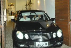 Glamurama tem o registro de Madonna saindo de uma mansão na rua Leôncio Correa, no Leblon.