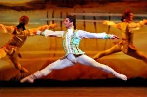 O bailarino Marcelo Gomes, que foi matéria da útima edição da revista PODER, é elogiado pelo New York Times.