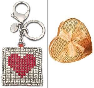 Caixa Coração Fashion, da Chocolat du Jour, é ótima opção para o Valentine's Day, assim como o pingente e chaveiro para bolsa Swarovski.