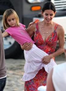 Courteney Cox diz que a filha, Coco, tem talento de sobra para o mundo das artes.