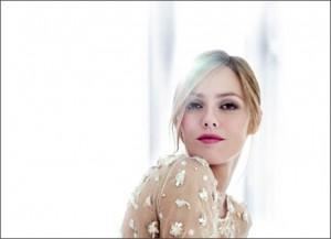 Chanel convida para lançamento de sua coleção de maquiagem 2010.