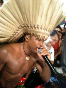Carlinhos Brown fechou nesse sábado o Carnaval baiano do jeito que Glamurama gosta.