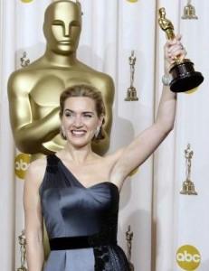 Kate Winslet diz que guarda seu Oscar no banheiro.