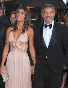 A história de que George Clooney iria vender a casa que tem no lago Como, na Itália, não passa de invenção.