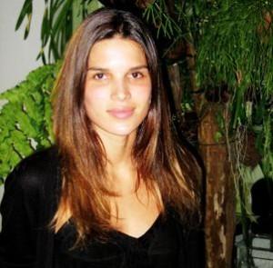 Raica Oliveira chegou em São Paulo, de Nova York, e foi cuidar dos cabelos no Laces and Hair
