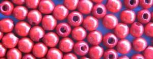 Pulseiras de várias texturas, tamanhos e acabamentos são os acessórios da vez.