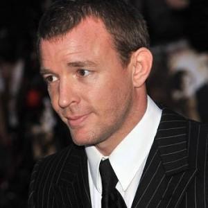 Guy Ritchie assume direção de filme sobre Rei Arthur.