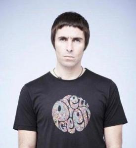 Liam Gallagher lança linha feminina para sua marca de roupas.