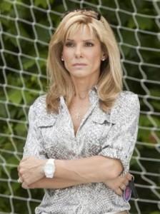 Sandra Bullock sai de casa antes do escândalo da traição sair na imprensa.