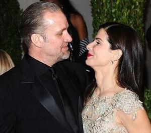 Marido de Sandra Bullock se diz culpado e pede desculpas à mulher em comunicado.