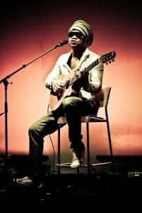 Carlinhos Brown lança logo mais CD e turnê.