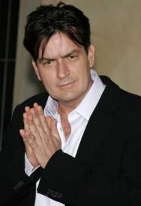 """Warner e CBS fazem proposta para manter Charlie Sheen em """"Two and a Half Man"""""""