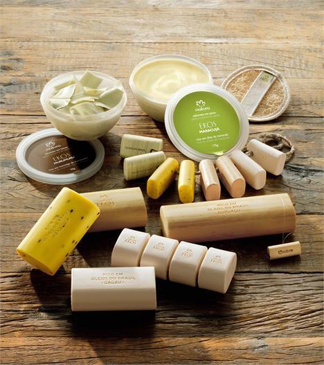 Para celebrar os 10 anos de Natura Ekos, a marca acaba de lançar uma novíssima linha de sabonetes vegetais.