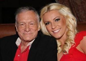 "Hugh Hefner vai casar! O fundador da ""Playboy"" está superfeliz!"