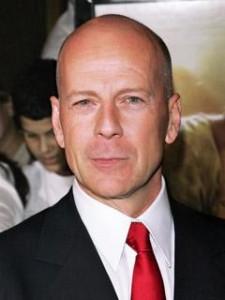 Bruce Willis assina frangrância masculina.