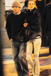 Namorada de Guy Richie diz que o diretor se apaixonou pelo nariz dela.