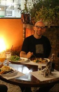 Como bom vegan, Moby explora os restaurantes vegetarianos de São Paulo.