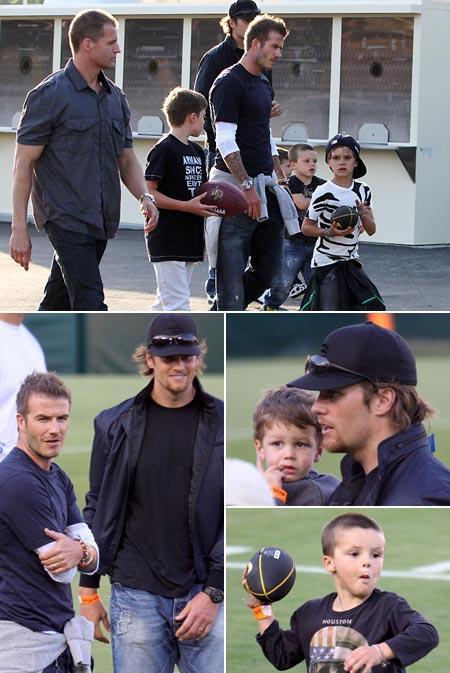 """David Beckham, com os filhos Brooklyn, Romeo, e Cruz, Tom Brady com o filho John no estádio """"Rose Bowl"""", na Califórnia: tarde de diversão"""