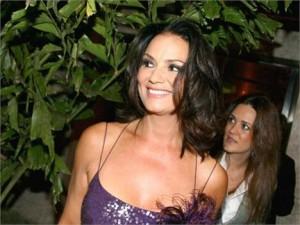 Os amigos de Luiza Brunet estão notando que ela anda com uma cara muito feliz.