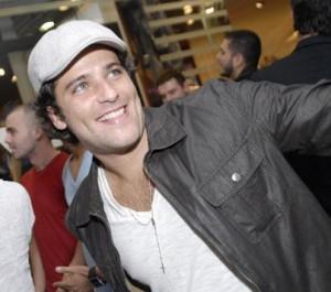 """Bruno Gagliasso andou garimpando peças para Berillo, seu personagem em """"Passione"""", próxima novela das 8 da Globo, durante a viagem que fez para a Itália."""
