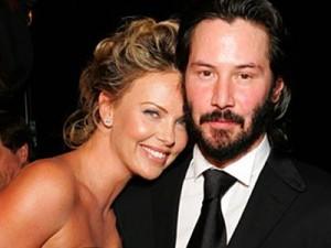 Ao que tudo indica Keanu Reeves e Charlize Theron estão curtindo mais que uma simples amizade.