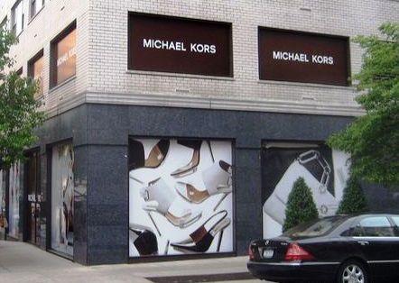Fachada da Michael Kors na Madison Avenue: mistério