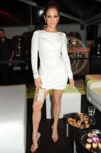 Jennifer Lopez revela como faz para não engordar e resistir à gula.