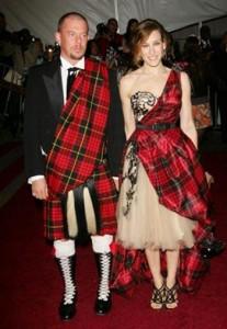 Sarah Jessica Parker participa de tributo a Alexander McQueen.