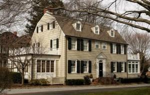"""PETA quer comprar a casa onde aconteceu o """"massacre de Amityville""""."""