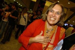"""A artista plástica Helena Carvalhosa recebe amigos no dia 10 de julho, na Livraria da Vila, em Pinheiros, para lançar o livro  """"Ócio""""."""