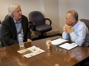 Casa Branca consulta o diretor James Cameron sobre o vazamento de petróleo no Golfo.