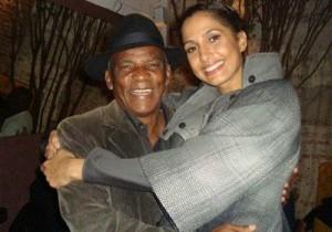 Camila Pitanga comemora aniversário ao lado da família e amigos.