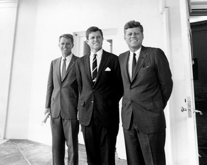 Ted, Bobby e John Kennedy: mais um escândalo para o currículo