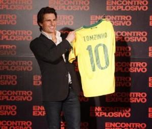 O presente que Tom Cruise ganhou na noite dessa terça-feira, no Rio, rendeu algumas piadinhas na imprensa internacional.