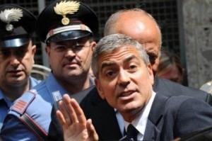 George Clooney realmente não perde a pose, nem quando o assunto tem a ver com a justiça…