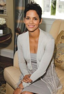 """Halle Berry will appear at the September issue of """"Vogue"""" and to boost the fans excitement of, she will also be playing a shoes addict in the movie, """"Shoes Addicts Anonymous"""" that will launch in August 2011."""