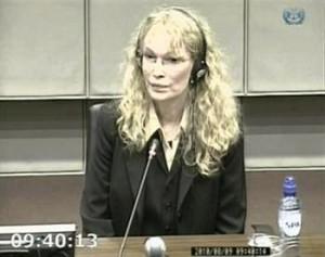 Mia Farrow depõe em Haia e contradiz Naomi Campbell.