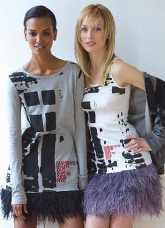 Models Liya Kebede and Raquel Zimmermann wearing the t-shirts made for this edition of the fashion marathon
