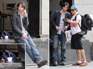 Keanu Reeves foi flagrado sozinho, nessa quinta-feira – dia em que completava um 46 anos – em uma cena bem solitária, em Nova York.