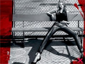 Acaba de chegar ao Brasil a calça da Calvin Klein que promete emagrecer!