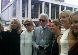 Karl Lagerfeld comemora idade nova em festa nada convencional em Nova York.